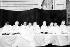 1907-00-00-Mothers-of-babies-BalitzLW1906
