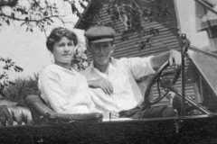 1917-00-00-ArnoldLM1897-BalitzErnestF-Taken-at-the-Balitz-farm
