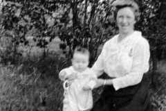 1918-00-00-ArnoldAE1917-with-mom-BalitzTM1896