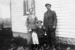 Tracie and Dan Arnold with boys Allen and Alvin, circa 1924.