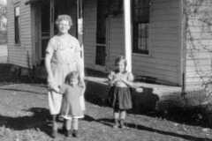 1930-00-00-KucksMS1877-with-girls-crop