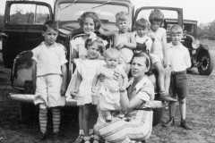 1935-00-00-ArnoldLD1929-far-right
