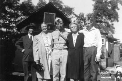 Daniel Arnold, Tracie Balitz, PFC Alvin Arnold, Mary Kucks, and Laban Arnold, 1943.