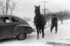 1940-00-00-Arnold-Homestead-Car-and-Horse