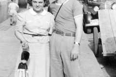 1940-00-00-BurringtonCM1919-ArnoldAE1917-Shopping