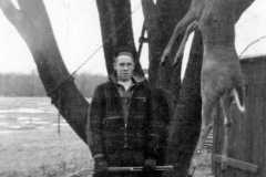 1940-00-00-Honor-Deer-Harvest-Fork-Horn-ArnoldAF1921-3