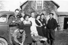 Arnold Family at Fred Balitz farm, Alvin, Tracie, Charlotte, Mary, Doris, Allen, Daniel; front, Laban, Fred, circa 1941.
