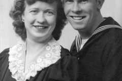 1944-00-00-JohnsonDoris-portrait-with-ArnoldAF1921