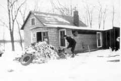 1945-00-00-Arnold-Homestead-Chopping-Wood