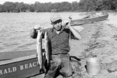 1945-00-00-MooreRE1910-beach-fish