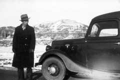 1945-00-00-MooreRE1910-car-hill