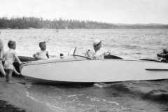 1949-00-00-MooreDJ1931-at-Lake-with-Friends