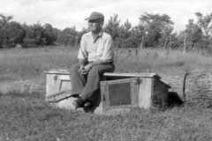 1954-00-00-ArnoldDS1890-sitting