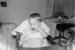1957-05-01-ArnoldDE1956-high-chair