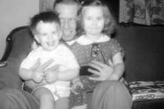 1957-12-25-Christmas-ArnoldAF1921-ArnoldDE1956-ArnoldJY1953