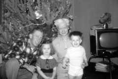 1957-12-25-Christmas-ArnoldAF1921-JohnsonDoris-ArnoldJY1953-ArnoldDE1956