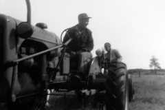 1959-07-01-Tractor-ArnoldDS1890