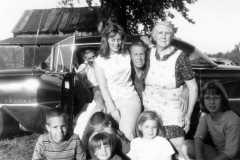 1965-07-16-ArnoldLD1929-Broken-Leg-With-Family-03